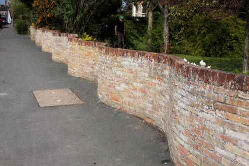 A crinkle crankle wall