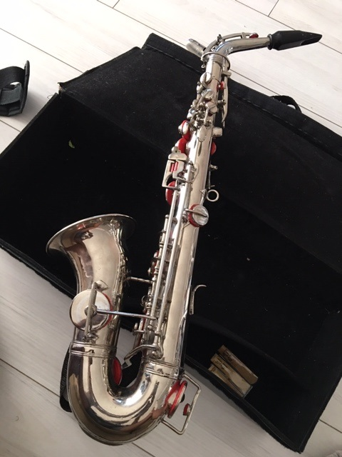 Alto sax with short bell